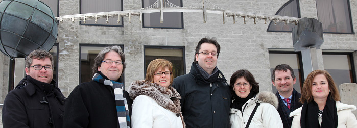 From left to right, David Doloreux, Marc-François Bernier, Lucie Hotte, Michel Bock, Linda Cardinal, Joël Beddows and Nathalie Bélanger, Canadian Francophonie Research Chairholders, in front of sculptor Michel Goulet's installation in honour of Félix Lecl